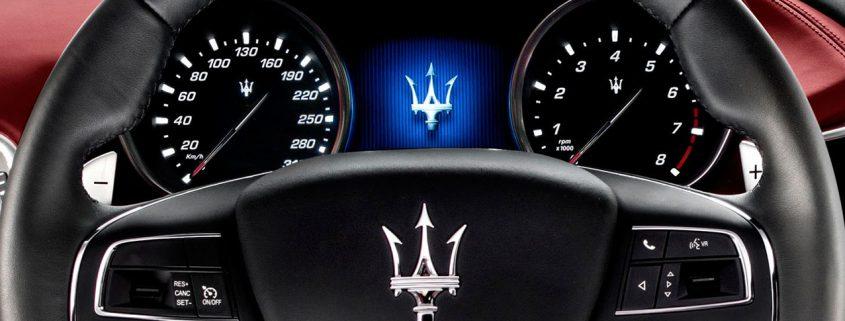 اختلاف سرعت در ردیاب خودرو و نمایشگر کیلومتر سنج خودرو؟